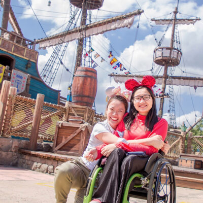 Wendy travels independently to Shanghai and celebrates at Disney with Lily.