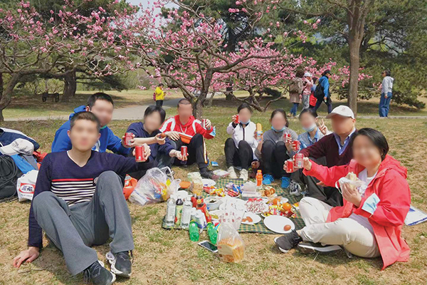 life skills training course students celebrate with a picnic